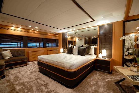 Pure one yacht di lusso dai cantieri navali leopard la for Interni lusso