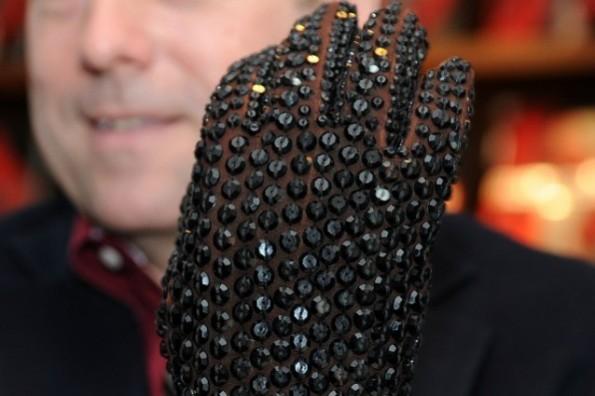 Nate D. Sanders, incanto prestigioso per il guanto nero intarsiato di cristalli di Michael Jackson