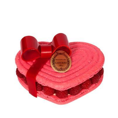 L'Ispahan de la Saint-Valentin, gros noeud rouge pour deux de Ladurée
