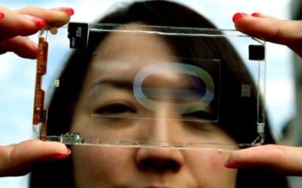 Polytron, primo smartphone trasparente perfettamente funzionante