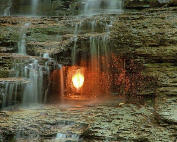 Eternal Flame Waterfall, mistero naturale nello stato di New York