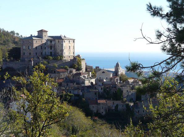 1280px-Balestrino-panorama_borgo_vecchio