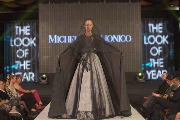 Foto vincitrice modella Mia Maretic indossa abito Michele Miglionico HC.2 rid
