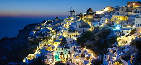Santorini1 lapromenademag.com